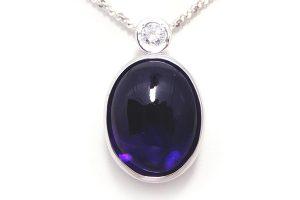 色石とダイヤモンドのリングをネックレスにリフォーム