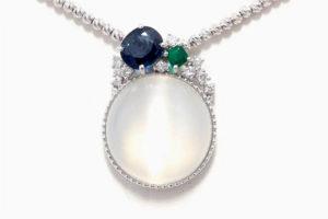 色石のリングをネックレスにリフォーム